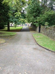 Continuation of the path from the Bishop's Palace to the Cathedral
